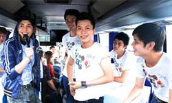 Hành trình giải trí trên xe bus khuấy động sinh viên