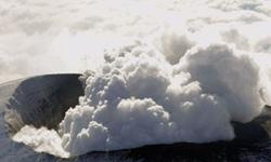 Núi lửa đe dọa tuyến hàng không quan trọng