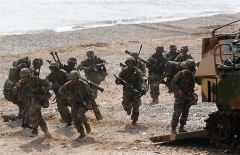 Binh sĩ Hàn Quốc trong cuộc tập trận Đại bàng non. Ảnh: Reuters