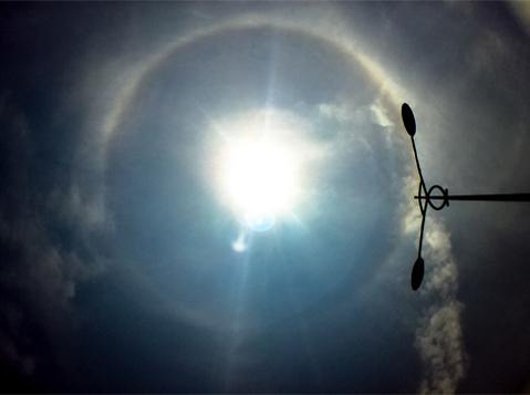 Mới đây nhất, vào ngày 26/4, tại Đà Nẵng, quầng mặt trời xuất hiện. Ảnh: Trần Văn Thịnh