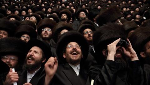 Cộng đồng Do thái Belz Rebbe có nguồn gốc từ thị trấn Belz ở Ba Lan từ thế kỷ 14. Cộng đồng chính thức được thành lập năm 1817 và hiện có 7.000 gia đình trên khắp thế giới. Ảnh: Flash90