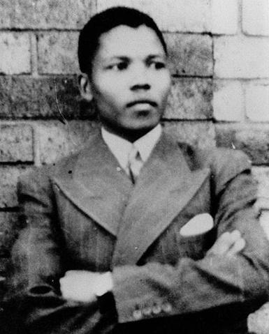 Nelson Mandela tên đầy đủ là Nelson Rolihlahla Mandela, sinh ngày 18/7/1918.