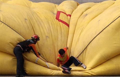 Huấn luyện cứu hộ trong cuộc diễn tập chống khủng bố.