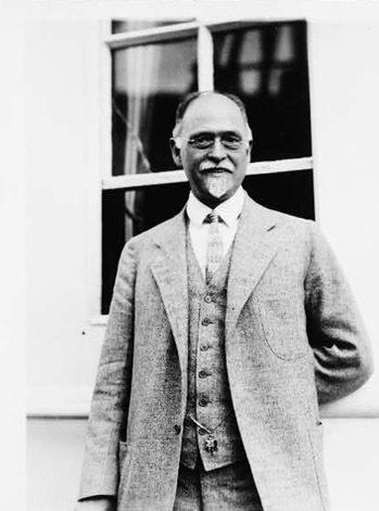 Dự báo về thị trường chứng khoán năm 1929 của Irving Fisher. Irving Fisher sinh ngày 27-2-1867 tại Saugerties, New York (Mỹ). Ông là một nhà kinh tế học rất nổi tiếng tại Mỹ thời bấy giờ, thế nhưng một sự đoán sai đã làm mất đi danh tiếng Fisher tạo dựng trong suốt nhiều năm. 3 ngày trước khi thị trường chứng khoán Mỹ sụp đổ, ông đã dự đoán rằng: Giá cổ phiếu dường như đã đạt đến mức cao nhất và ổn định nhất.Sau khi sự sụp đổ thị trường diễn ra dẫn tới cuộc Đại khủng hoảng kinh tế thế giới những năm 1930-1040, Fisher đã phải trả giá đắt cho dự đoán sai của mình. Danh tiếng và tài sản của ông nhanh chóng bị hủy hoại. Sau này, tên của ông được sử dụng cho một số thuật ngữ kinh tế trong cuộc khủng hoảng kinh tế năm 2000, ví dụ như phương trình Fisher, giả thuyết Fisher, tác động quốc tế Fisher và các định lý tách Fisher.