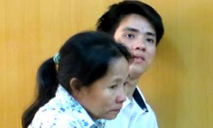 Vờ bán thiệp, 2 mẹ con trộm ví du khách Nhật