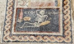 'Bộ xương vô lo' trong bức tranh 2.400 tuổi
