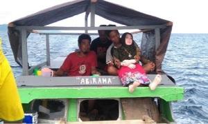 Cảnh sát Indonesia tịch thu búp bê tình dục của dân làng