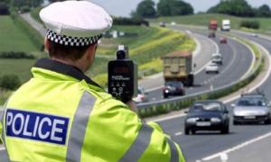 Tại sao cảnh sát tóm được chiếc xe và tên tội phạm tẩu thoát?