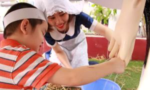 Trẻ học làm nông từ trải nghiệm thực tế