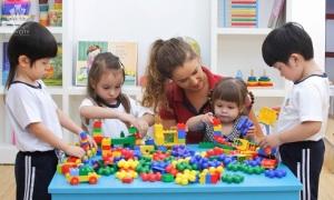 Trẻ học qua các trò chơi ở trường mầm non