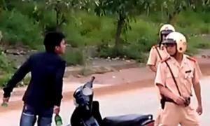 Ném đá vào cảnh sát sẽ bị phạt thế nào?