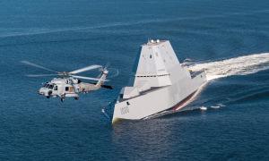 Tàu khu trục tàng hình Mỹ được chào đón tới căn cứ mới