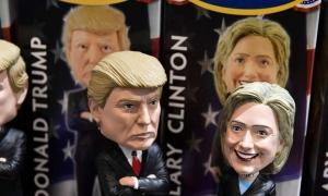 Đồ lưu niệm in hình Trump và Clinton bán chạy ở Washington