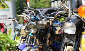 Hàng trăm xe máy cổ hội tụ tại Sài Gòn