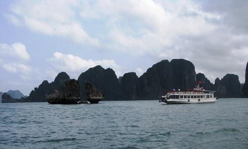 Nhiều du khách bỏ về vì phí tham quan vịnh Hạ Long tăng cao