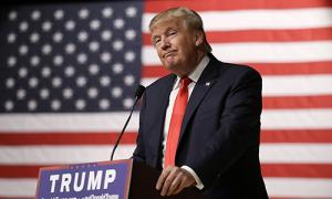 Trump bị tố cho đăng bài trả đũa hai MC truyền hình