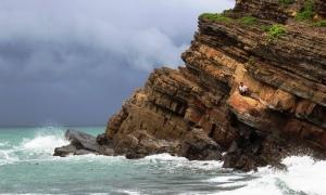 Bãi đá Móng Rồng vạn người mê ở Cô Tô