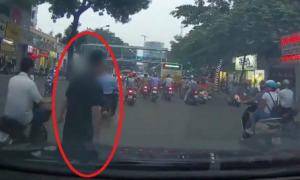Video 'chặn xe ăn vạ ôtô giữa đường Hà Nội' dậy sóng cộng đồng