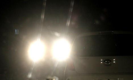 Image result for bật đèn pha khi trong phố
