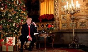 Trump trò chuyện với trẻ em qua điện thoại trong đêm Giáng Sinh