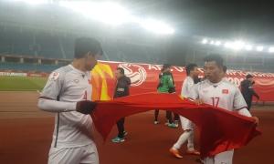 Cầu thủ Việt Nam reo hò trong phòng thay đồ sau khi hạ Qatar