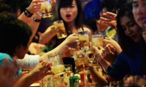 Uống 4 tỷ lít bia mỗi năm: người Việt đang nhậu quá dễ dãi?