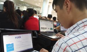 Nhiều học sinh chọn lớp công nghệ trực tuyến dịp hè