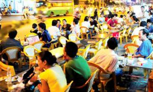 Mỗi người Việt uống 170 lít bia một năm: 'Nghèo nên nhậu là thú vui rẻ nhất'