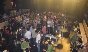 50 người dùng ma túy trong quán bar có vũ nữ múa cột