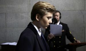 Diễn viên nổi tiếng Mỹ xin lỗi vì bình luận thô tục về con trai Trump