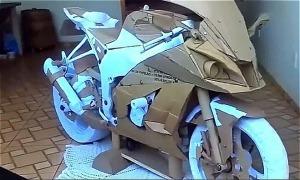 Chàng trai tự chế tạo môtô phân khối lớn từ bìa carton