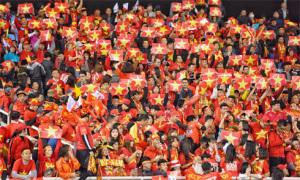 Cổ động viên nhuộm đỏ sân Mỹ Đình trước trận chung kết