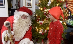 Cậu bé Đức báo cảnh sát vì nhận được quà Giáng sinh không ưng ý