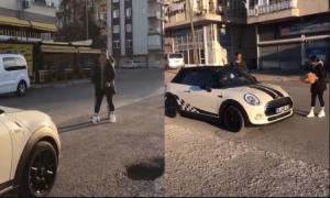 Thiếu nữ nổi cơn thịnh nộ vì tưởng bạn trai tặng xe hơi