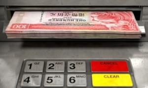 Cảnh sát Hong Kong bị phạt vì cầm tiền vô chủ tại ATM