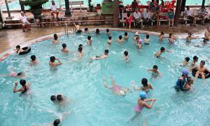 'Gia đình chủ động dạy bơi cho con, đừng đợi nhà trường'