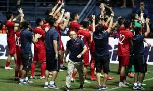 Người hâm mộ Việt Nam đừng chỉ biết hơn thua với Thái Lan
