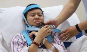 Cô gái Trung Quốc bảo vệ luận án thạc sĩ trên giường bệnh