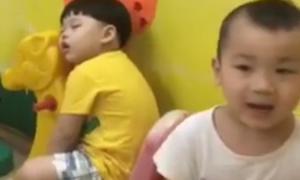 Mẹ bất lực vì con thường xuyên ngủ gật trên lớp
