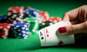 Trả nợ cờ bạc cho mẹ hàng tỷ đồng, 3 bố con tôi kiệt sức