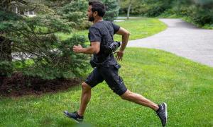 Quần short 5 kg giúp người mặc bớt mệt khi chạy bộ