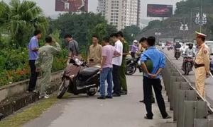 Cô gái bị đâm dao khi đang đi xe máy