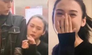 Cô gái dùng chiêu để 'gần gũi' trai đẹp trong thang máy