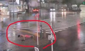 Những cách đón siêu bão Hagibis 'khó đỡ' của người Nhật