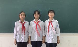 Biểu dương ba học sinh trả 50 triệu đồng cho người đánh mất