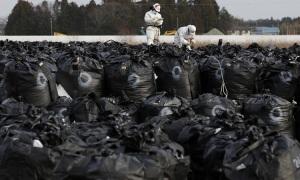 Bão cuốn chất thải phóng xạ xuống sông ở Nhật