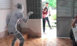 Cô giáo 'đứng hình' khi thấy học trò hóa trang Halloween