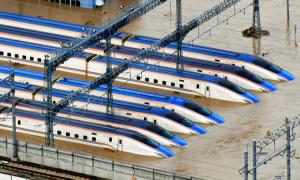 Nhật loại toàn bộ tàu cao tốc bị ngập
