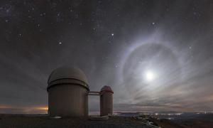 Hào quang tròn xuất hiện trên sa mạc