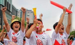 Người hâm mộ ăn mừng Việt Nam vào bán kết